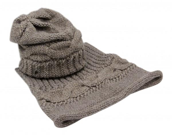 Modell Mena Kombi mit Schal